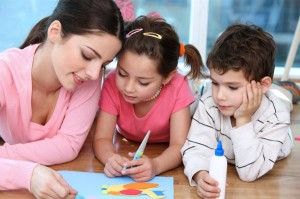 nanny-doing-crafts-with-kids